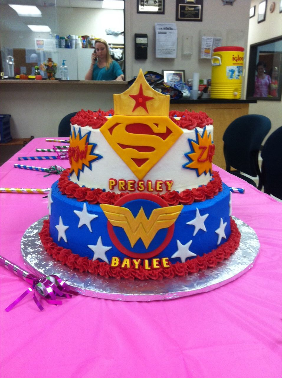 Super Woman And Girl Cake Supergirl Cakes Cumple Heroes Wonder
