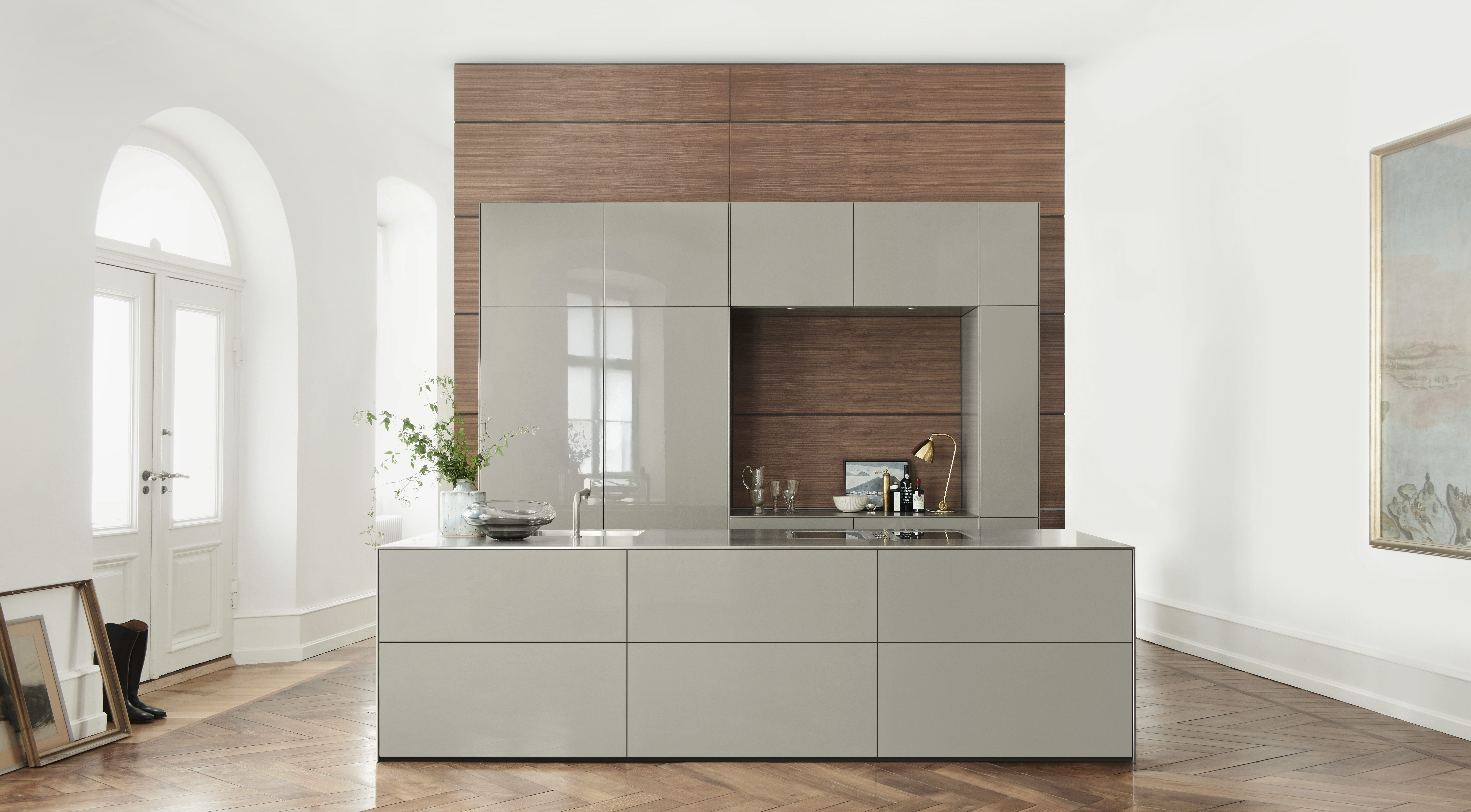 Bulthaupt Küchen Berlin Bulthaup B3 Cabinets In High Gloss Laquer Flint Colour And Walnut