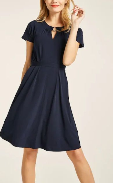 Pin von Tormaass auf Kleider | Kleider, Kleid arbeit, Modestil