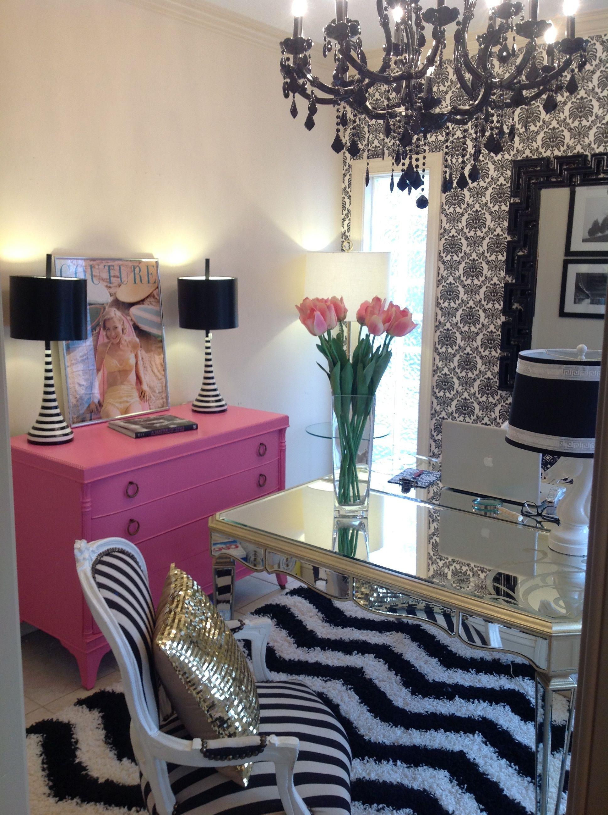 Molly kate 39 s arteriors pink black and white feminine home office kbhome sanantonio office - Kantoor deco ...