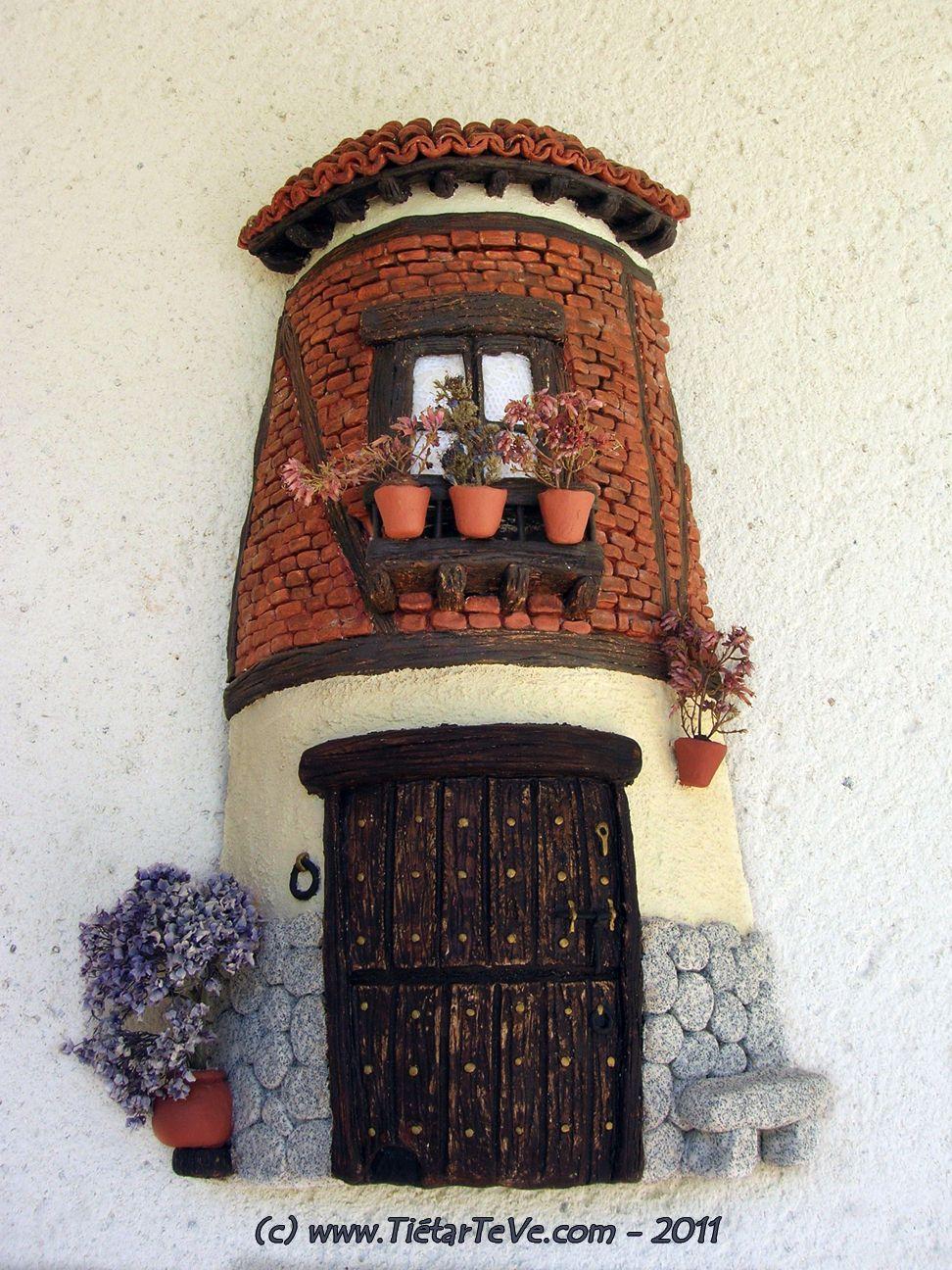 Fachada realizada con pasta de papel sobre una teja tejas - Tejas pequenas decoradas ...
