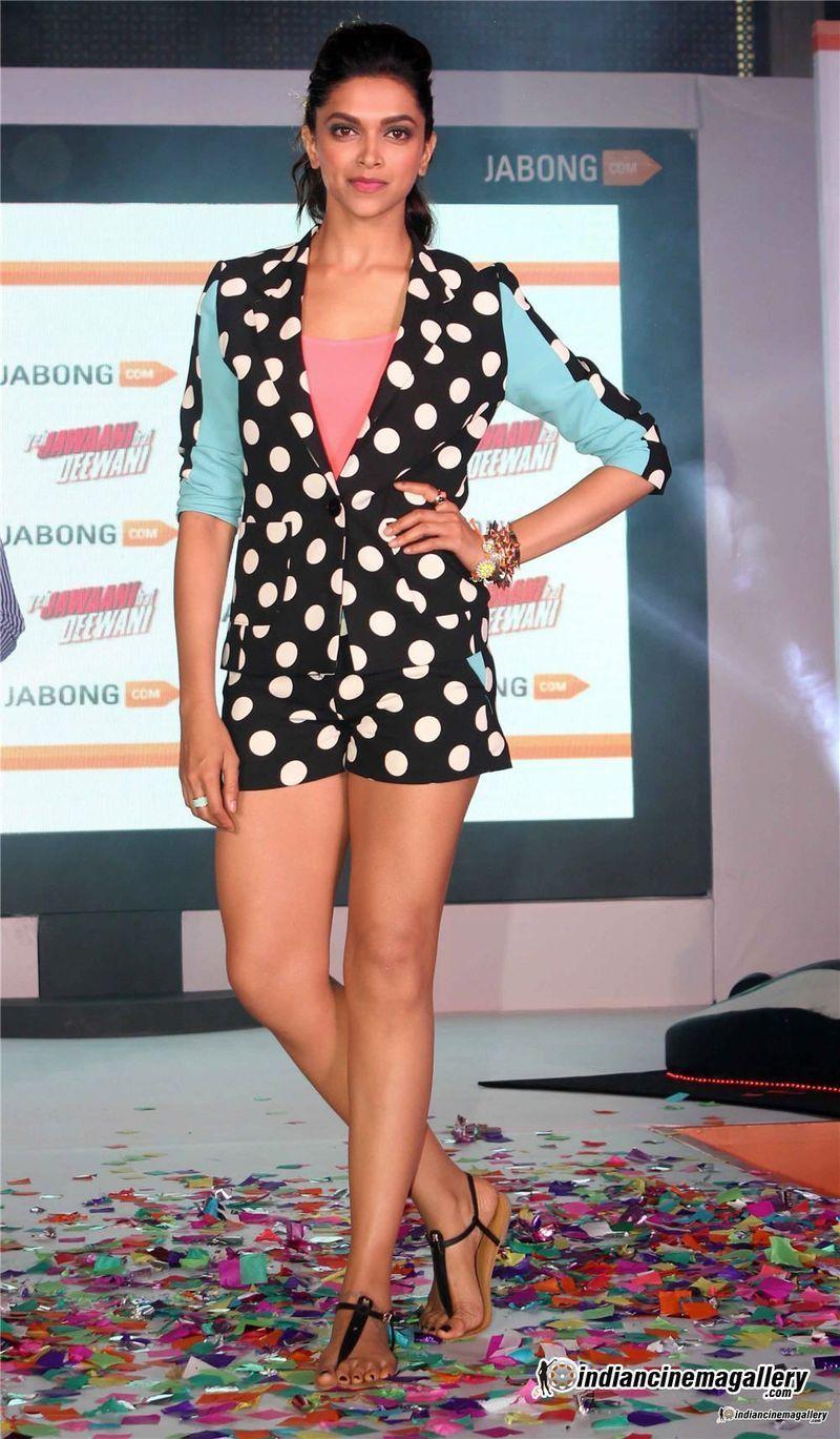 Piedi Di Deepika Padukone Wikifeet Fashion Deepika Padukone Mini Black Dress