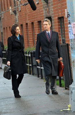 Alana De La Garza And Linus Roache On The Law Order Set Avec