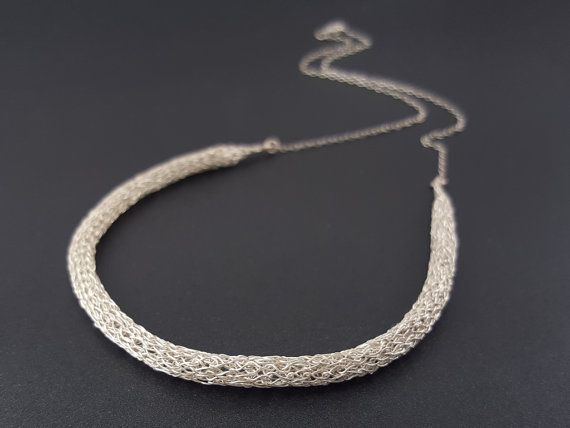Crocheted tubular necklace made of pure silver por SelwerJewelry