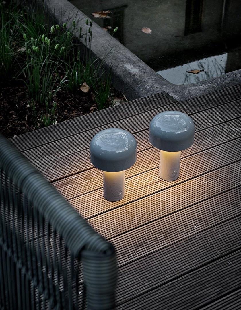 Lampada Da Tavolo In Policarbonato A Batteria Ricaricabile Bellhop By Flos Design Edward Barber Jay Osgerby Lampade Da Tavolo Lampade Design