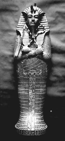 Tweede sarcofaag, bekleed met goud.