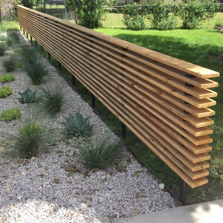 Horizontaler hölzerner Sichtschutz für Vorgartenlandschaft.   moderne   landschaftsidee ... #frontyardlandscaping
