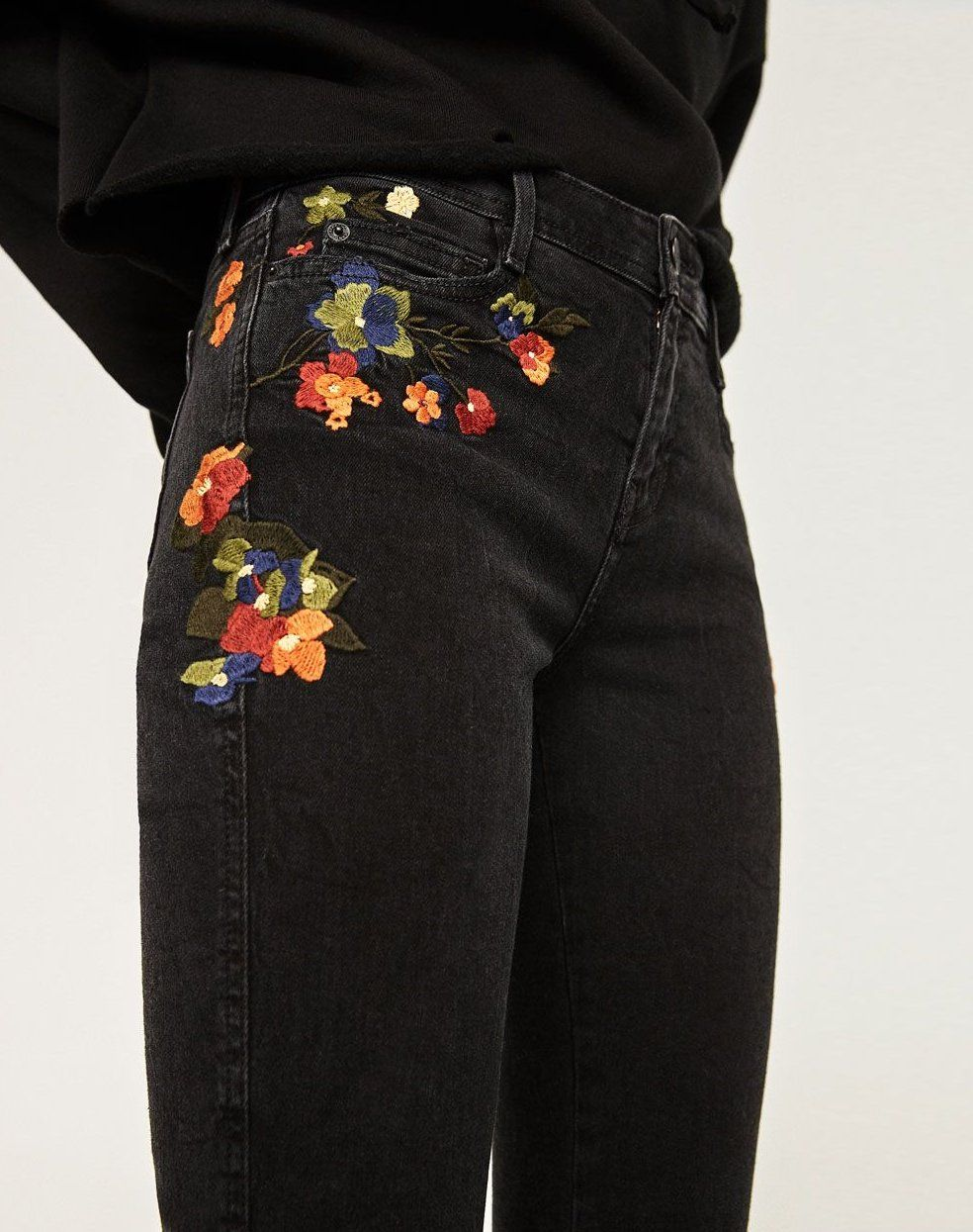 JEAN SKINNY TAILLE NORMALE BRODÉS-Tout voir-JEANS-FEMME | ZARA France #embroidered #jeans #outfit #casual