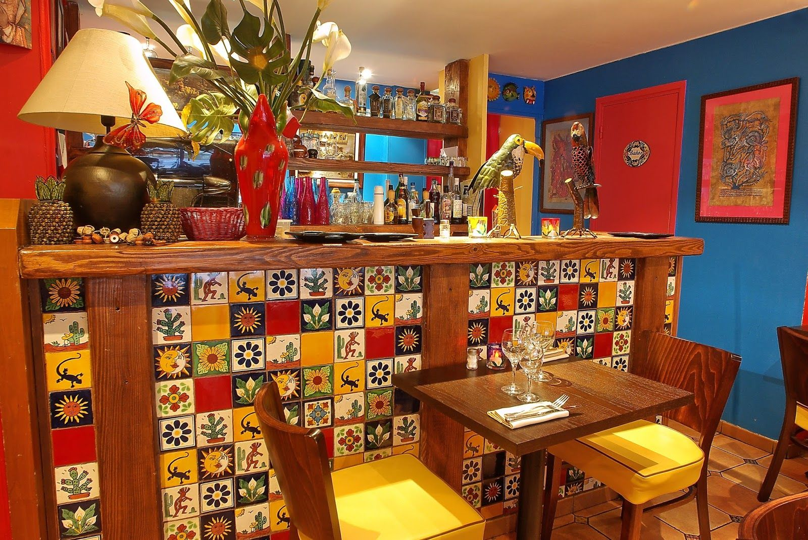 amadera les azulejos mexicains d corent le bar d 39 un restaurant mexicain paris azulejos. Black Bedroom Furniture Sets. Home Design Ideas