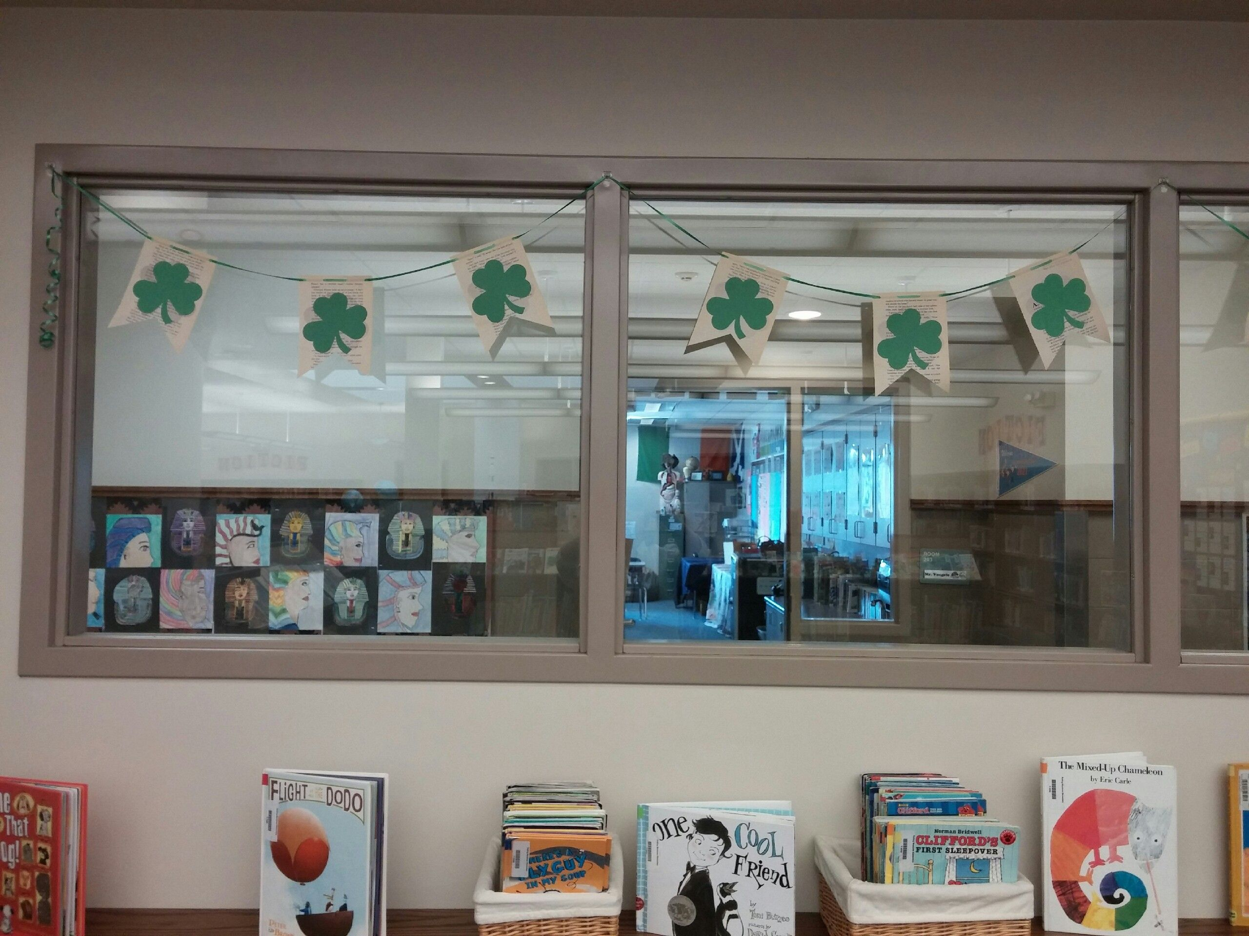 Shamrock Book Page Bunting St Patrick S Day Display Rolling Meadows Elementary Christine Fotheringham Library Displays Book Pages Display The map created by people like you! pinterest