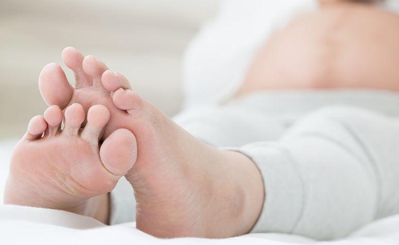 Inchados pés gravidez aliviar como a