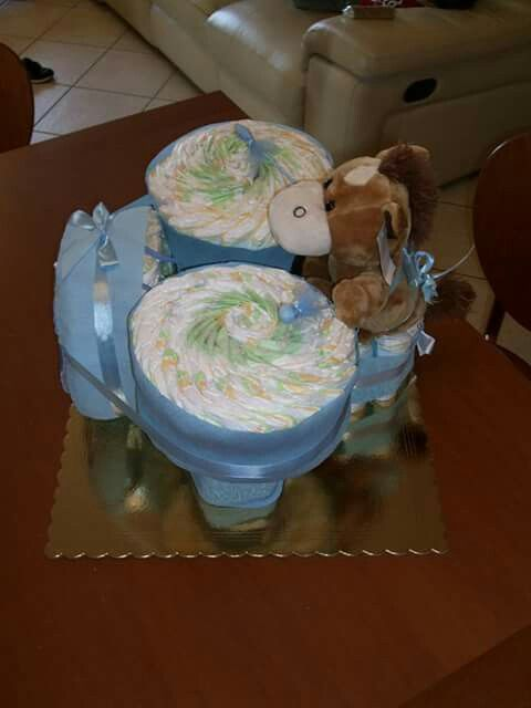 Batteria. Torta di pannolini diapers cake
