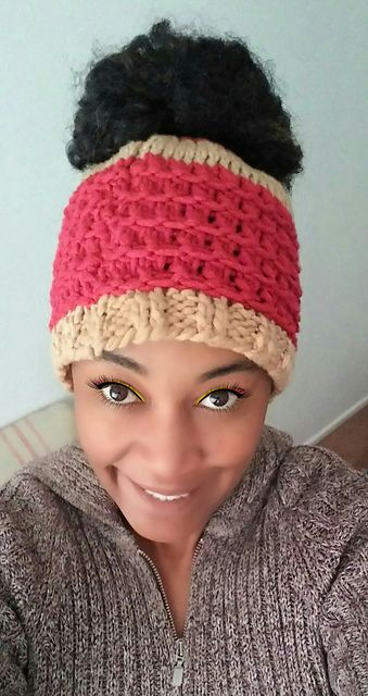 Just added this free knit messy bun beanie pattern to the knitter\'s ...