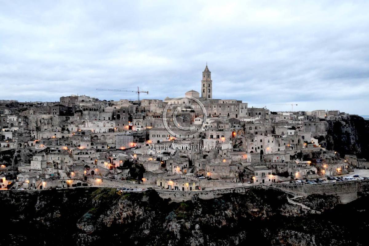 Paesaggi e borghi incantevoli, luci incantate, profumi di griglia che inebriano i sensi, tanta gente che subito fraternizza: è Matera, la Capitale Europea della Cultura 2019 e sito UNESCO Patrimoni…