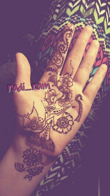 Henna done by me  Follow @nadi_nam on instagram  #henna #mendhi #hennamendhi #mendhihenna #hennadesign #mendhidesign #desi #pakistani #indian #bengali #arab #african