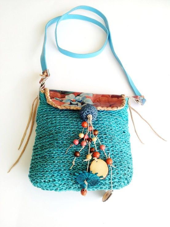 Crocheted bag in fique (Colombian national fiber) and leather.
