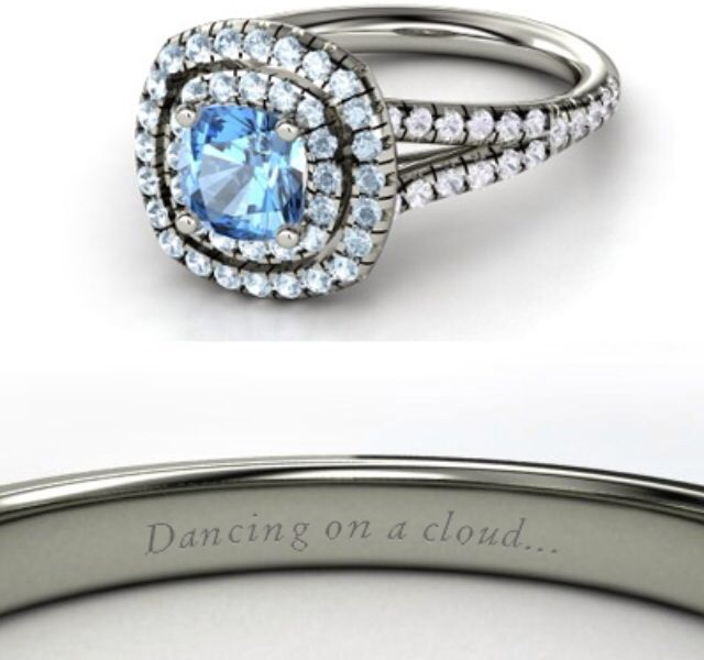 Cinderella This Ring Has A Giant Blue Topaz In The Middle It Is Surrounded With A Bunch Of Aquamarine Stones Too The Topaz Stone Is Perfect For Smycken Grejer