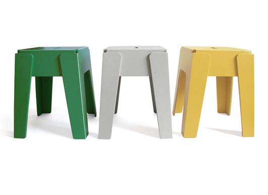 Recycled design chairs made of used milk containers. | Gerecyclede stoeltjes gemaakt van hergebruikte melkcontainers.
