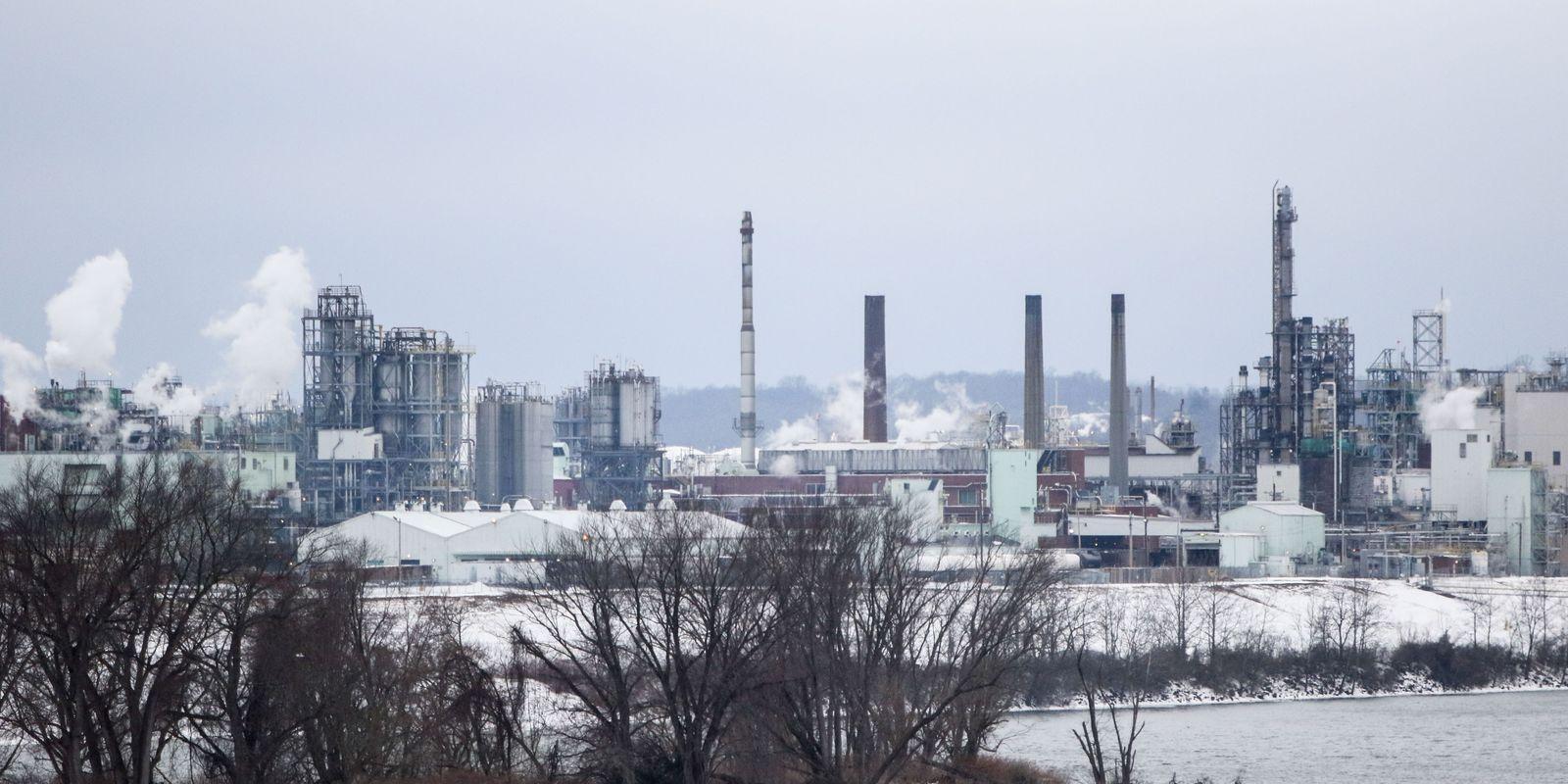Taking on dupont illnesses deaths blamed on pollution