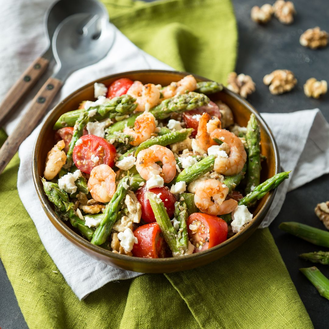 Photo of Fried asparagus salad with shrimps and feta