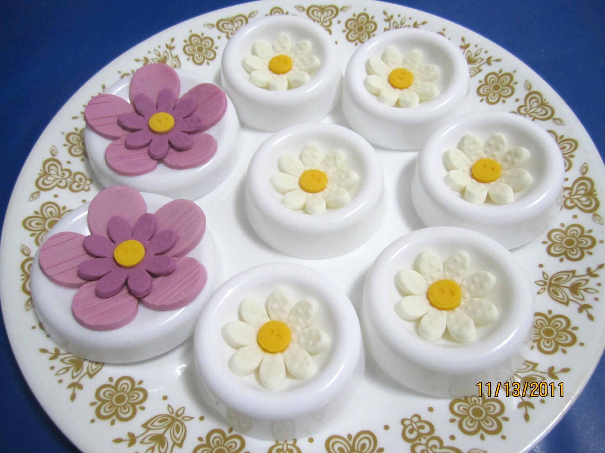 Fondant Daisy Flowers Cake Decorations Pinterest Cake Cake