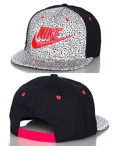 NIKE Reflective paneling snapback cap Adjustable strap on back of hat for  ultimate comfort Embroidered NIKE logo onf ront with swoosh Speckled print. 8d68610edbe