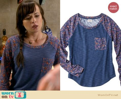 Jenna's navy top with floral sleeves and pocket on Awkard.  Outfit Details: http://wornontv.net/21551/ #Awkward