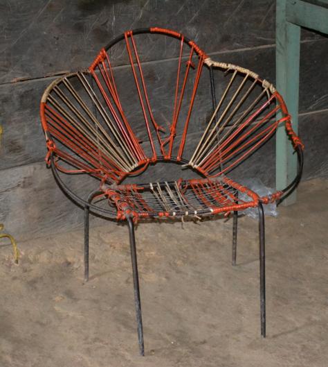 Tejiendo sillas.( Guainía)