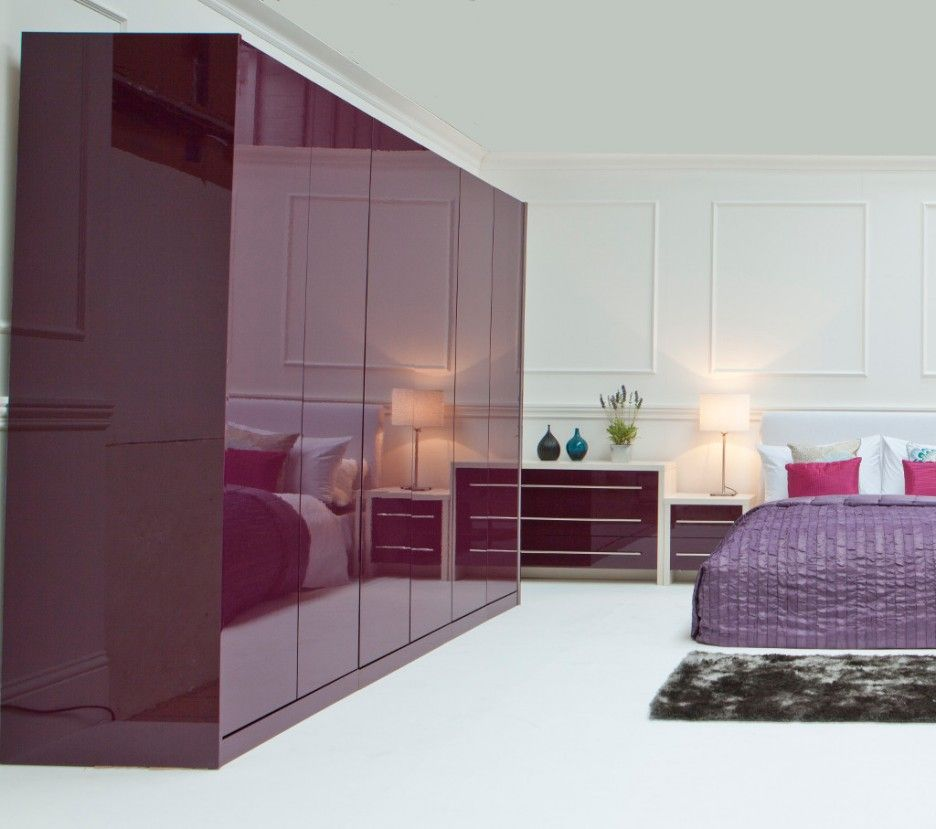 Striking Modular Bedroom Furntiure With Wooden Cupboard Design