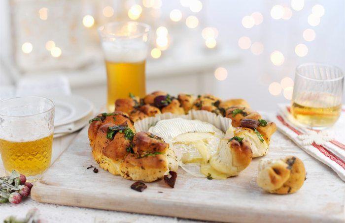 Würziger Brotring mit Ofen-Camembert