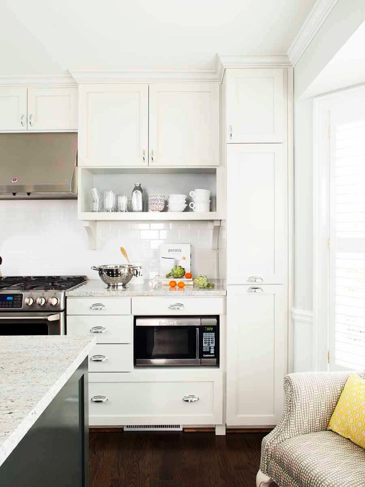 Best A Bright White Kitchen With A White Subway Tile Backsplash 400 x 300