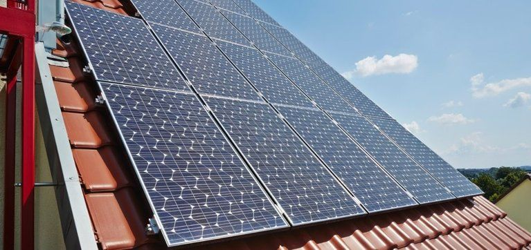 Queensland Households And Businesses That Applied To Install Rooftop Solar Power Systems Before 10 July 2012 Will Solar Panels For Home Solar Solar Panel Cost