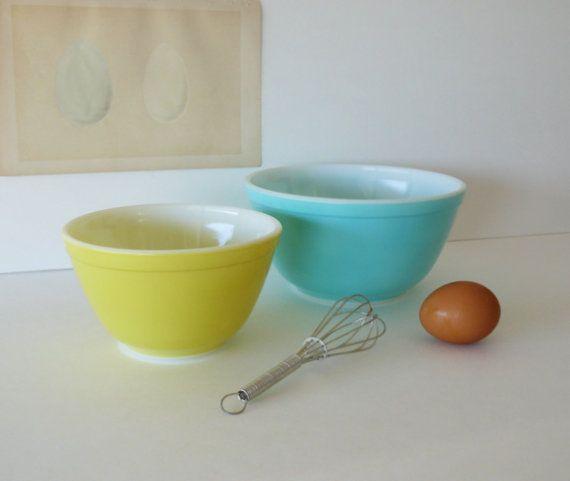 LOVE vintage pyrex bowls