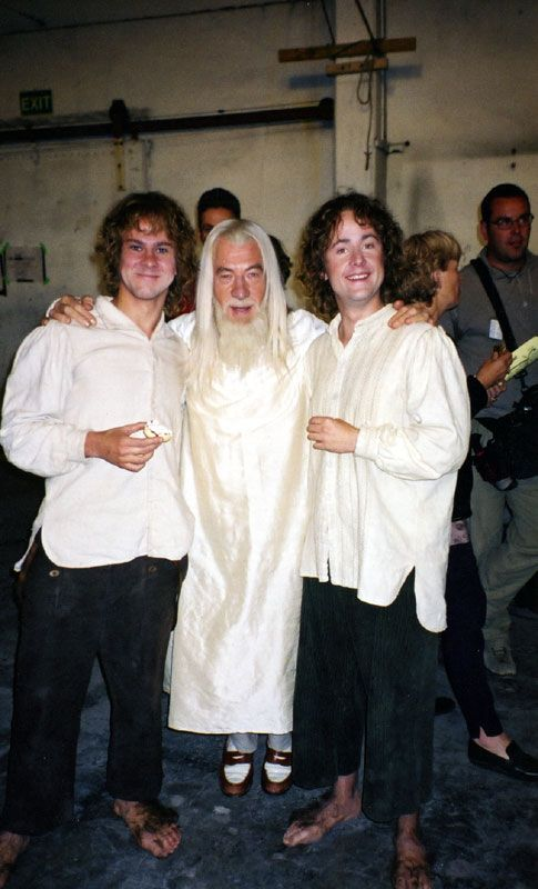 Lord of the Rings - Behind the Scenes - Looks odd seeing gandalf so small in comparison to merry and pippin. Legolas, Gandalf, Frodo Bolsón, Frodo Baggins, Scene Image, Scene Photo, Fellowship Of The Ring, Lord Of The Rings, Por Tras Das Cameras