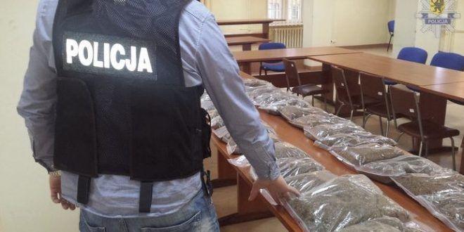 Policjanci z Wydziału do Walki z Przestępczością Gospodarczą z Komendy Miejskiej w Słupsku zabezpieczyli ponad 100 kilo krajanki tytoniu bez polskich znaków akcyzy. #ustka24info