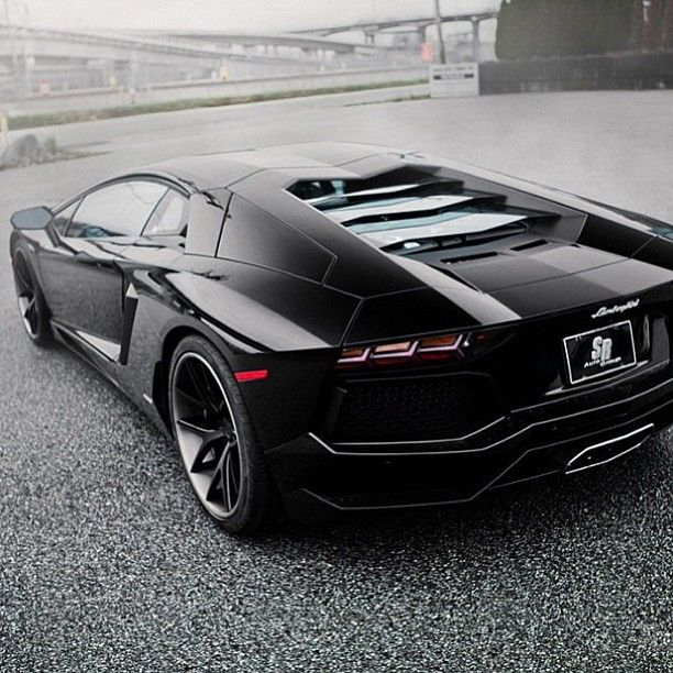 Smoking Hot Lamborghini Aventador