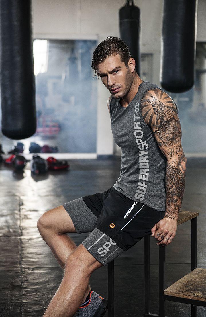 fitnessoutfits f r herren sportkleidung f r herren superdry sport sports brands. Black Bedroom Furniture Sets. Home Design Ideas