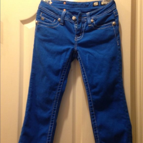 Miss me jeans Blue Capri style miss me jeans. Beautiful detail Miss Me Jeans Ankle & Cropped
