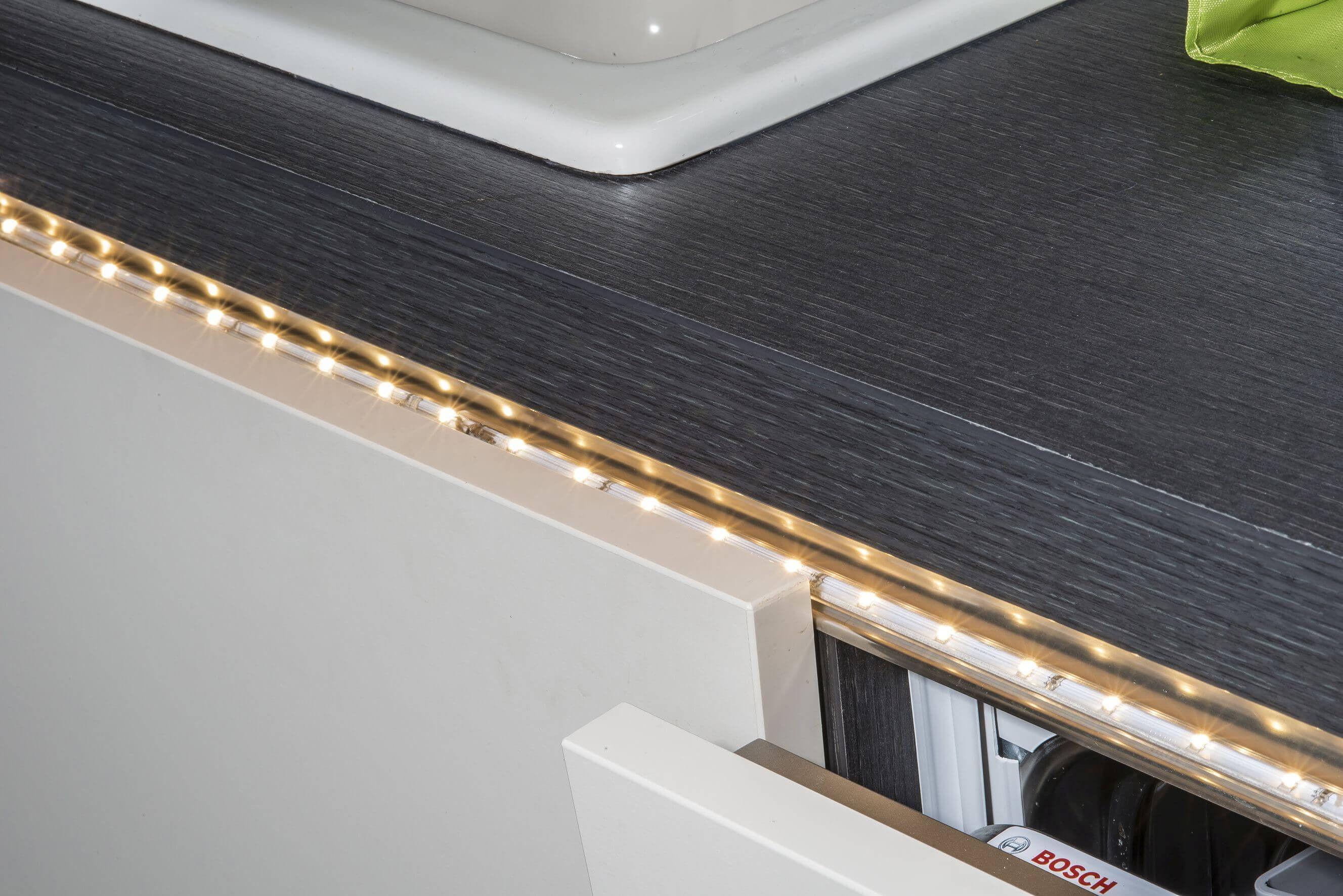 Led Schiene 3er Set Led Stripes Fur Indirekte Beleuchtung Unter Vorsprungen In Kuche Bad Oder Wohnzimmer Led Schiene Led Led Stripes