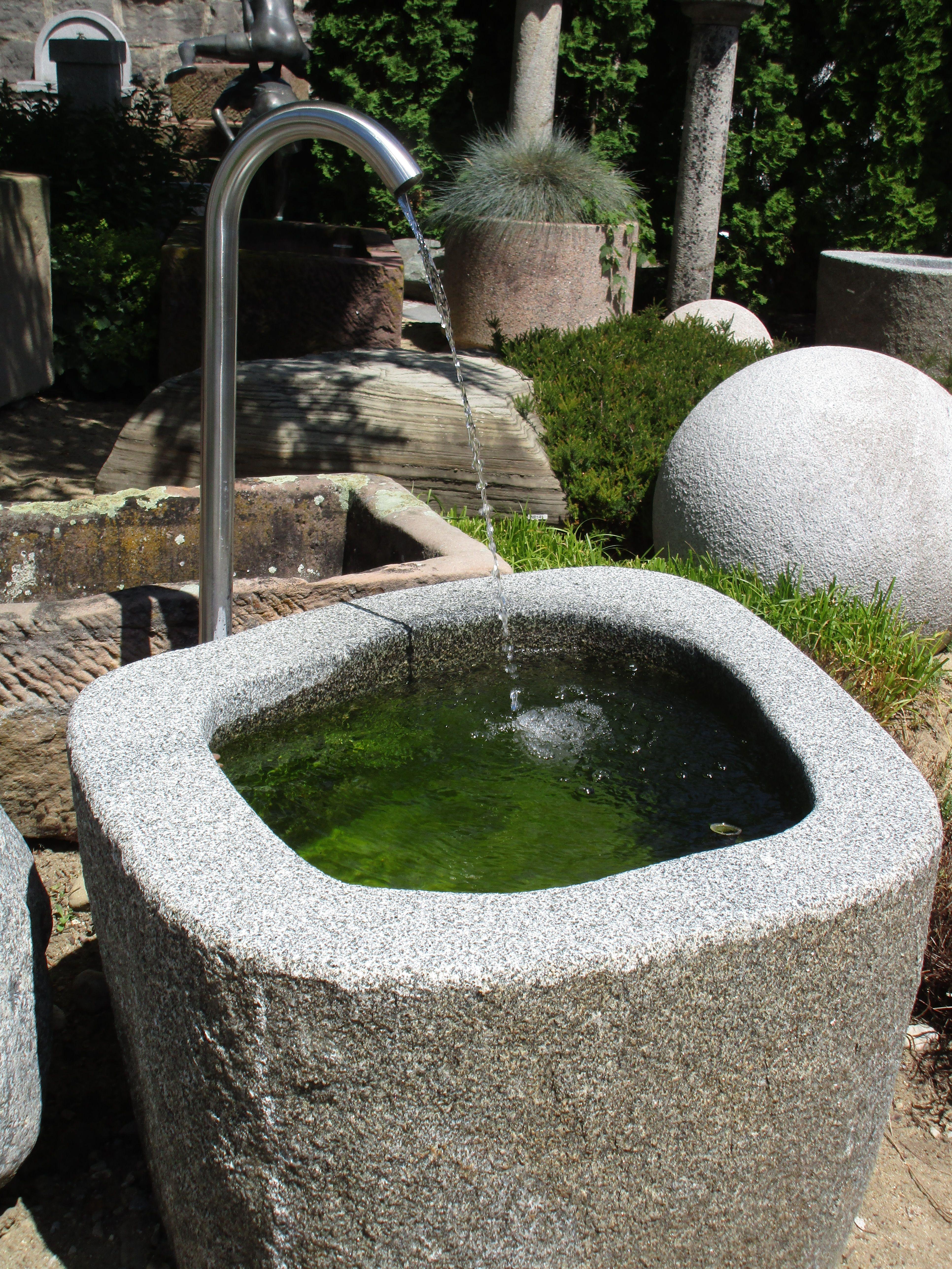 Natursteinbrunnen Fur Den Garten Brunnencenter Allgau Steinbrunnen Garten Brunnen Garten Natursteine Garten