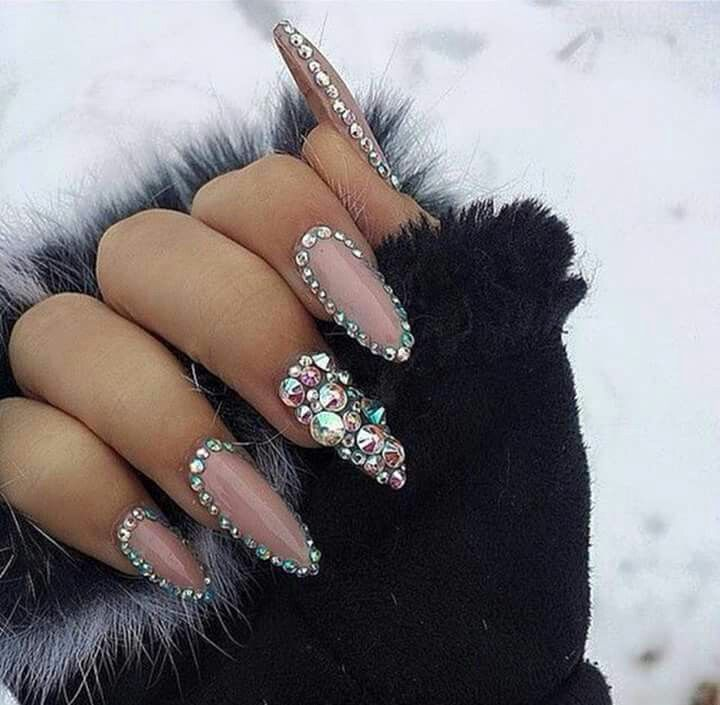 Blinged up nails