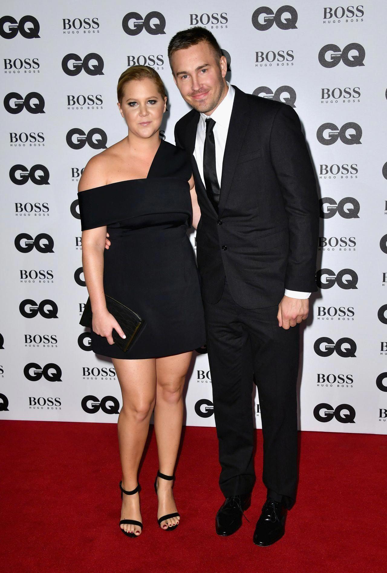 Amy Schumer Makes Red Carpet Debut With Boyfriend Ben Hanisch Squashes Beef With Ashley Graham Mensfashionnightout Fashion Night Fashion Curvy Outfits