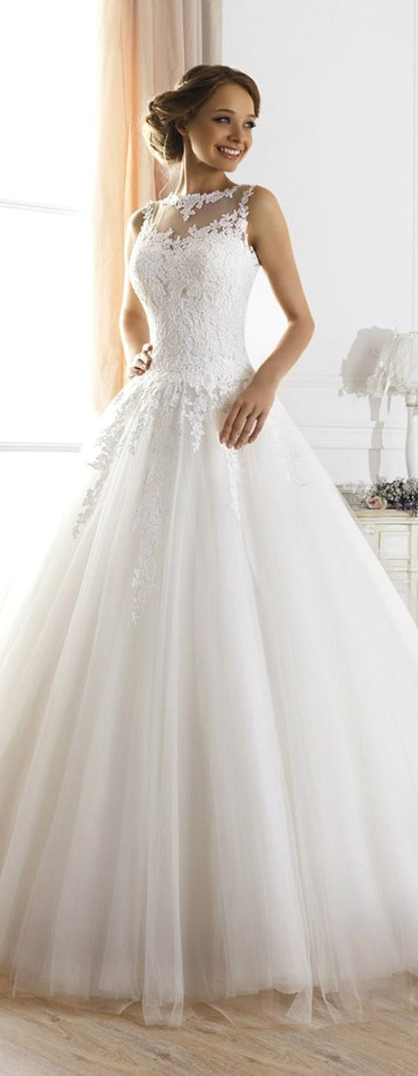 Fabulous Glamorous Tulle Jewel Neckline Ball Gown Wedding Dress With Lace Appliques