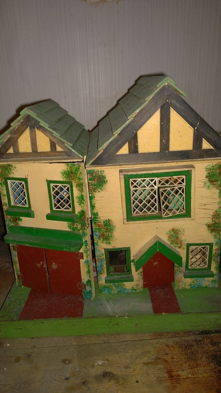 Amersham Antique Vintage Dolls House And Furniture