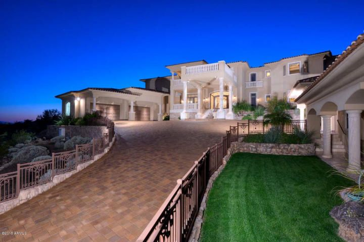 Luxury Living In Glendale Arizona Re Max Professionals Real Estate Luxury Homes Luxury Realtor House And Home Magazine