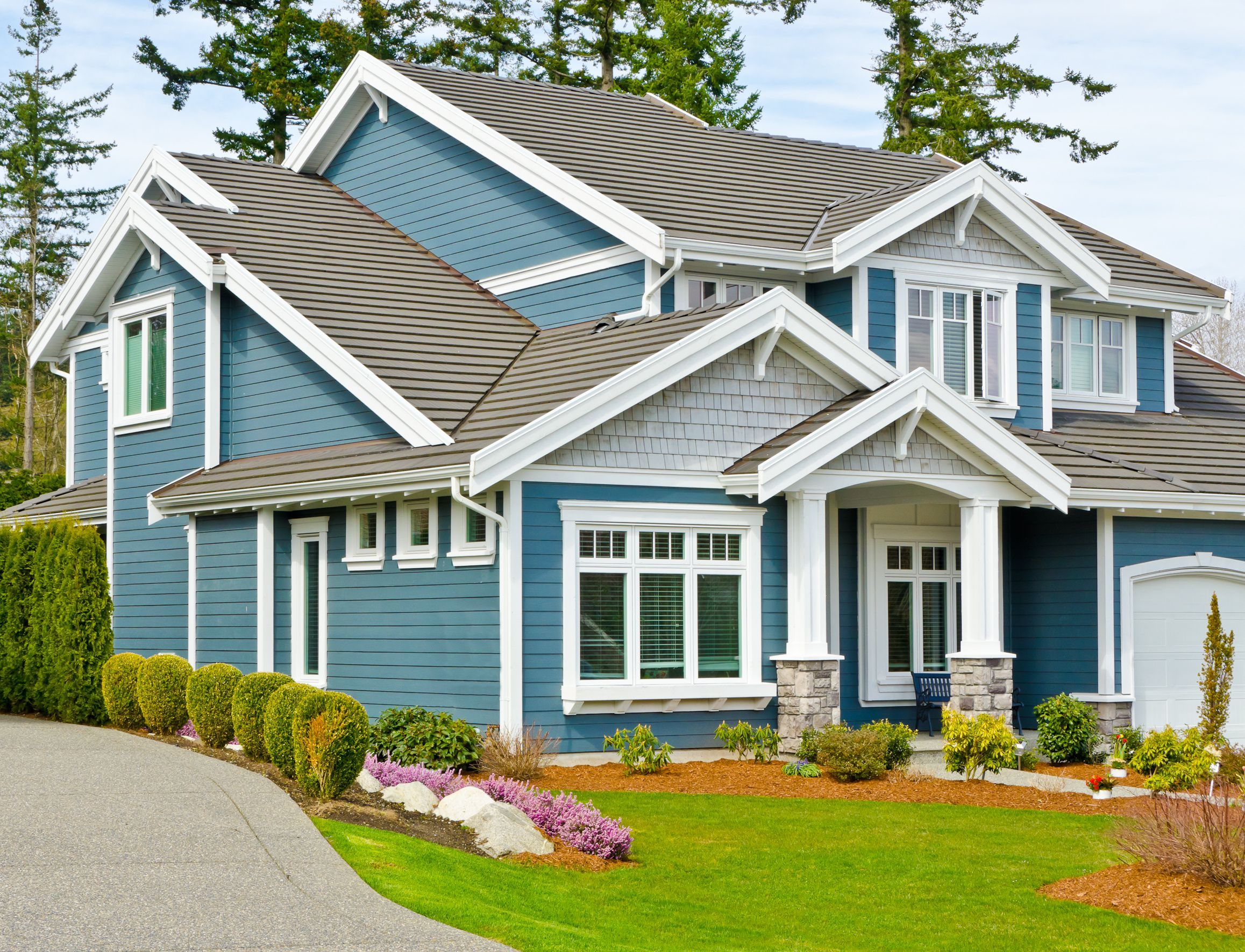 Attractive american house design with tiered gable roof - Exterior house gable decorations ...
