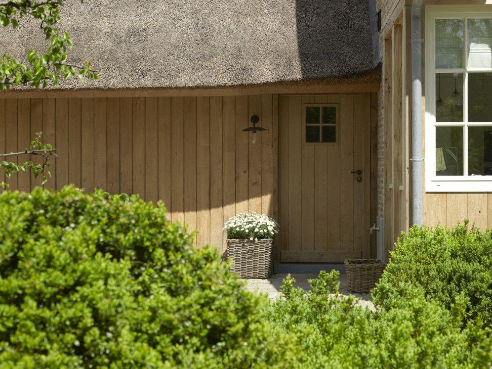 Landelijke woning met rieten dak villabouw sels klassieke