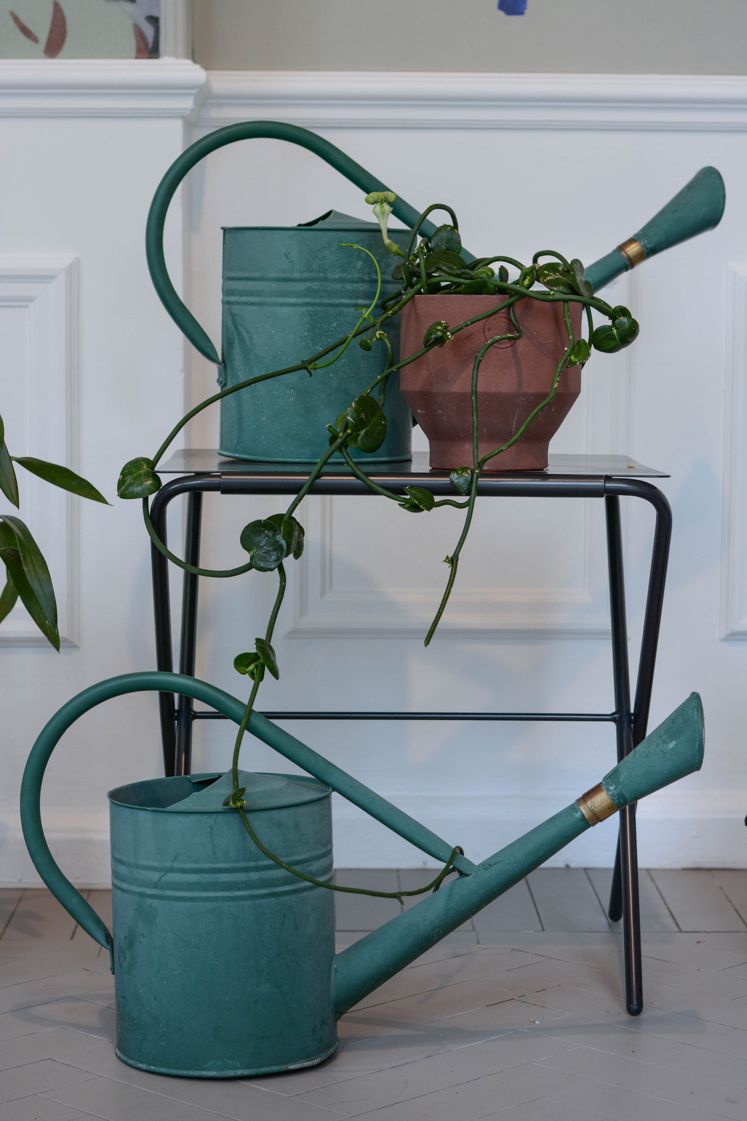 Bow table and Edge pot. Photo by Marianne Jacobsen