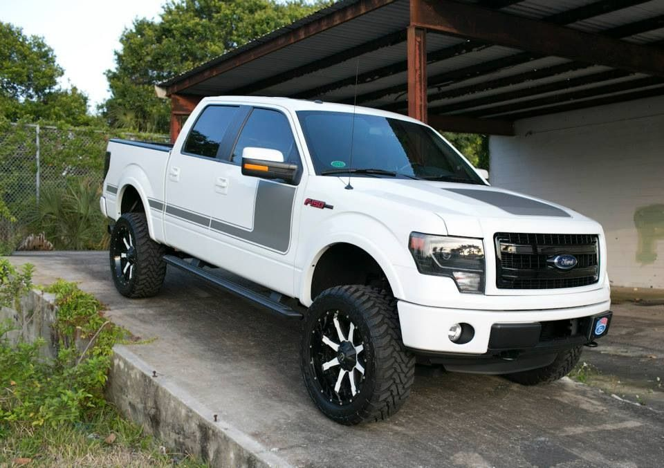 ford f 150 truck with custom painted wheels white xd. Black Bedroom Furniture Sets. Home Design Ideas