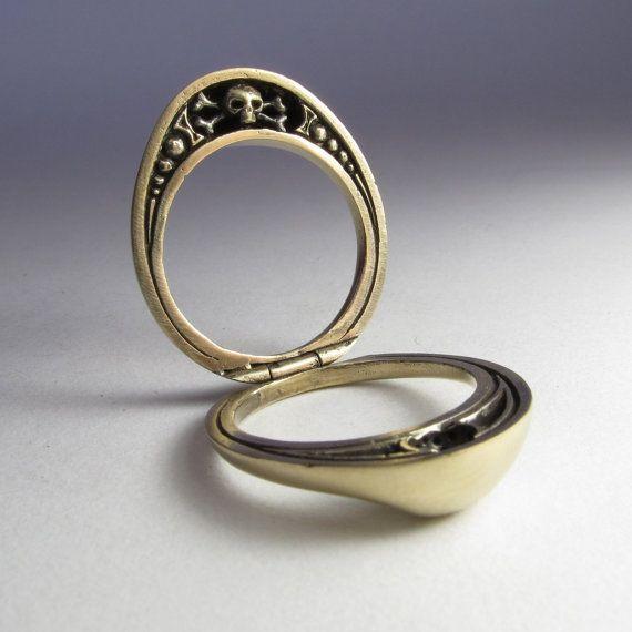 Bague poison deuil bague steampunk de Kat Von D Heres un anneau ...